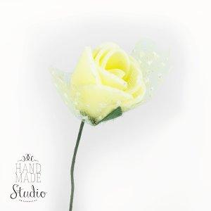 Маленькая розочка с фатином, цвет светло-желтая 2 см
