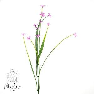 Декоративная веточка с фиолетовыми цветочками