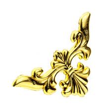 Уголок пластиковый, цвет золото 6х6 см