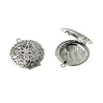 Медальон серебряного цвета, размер - 27 мм