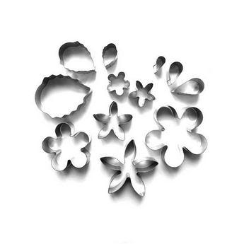 """Набор металлических каттеров в металлической коробке """"Цветы и листья"""", 12 штук"""