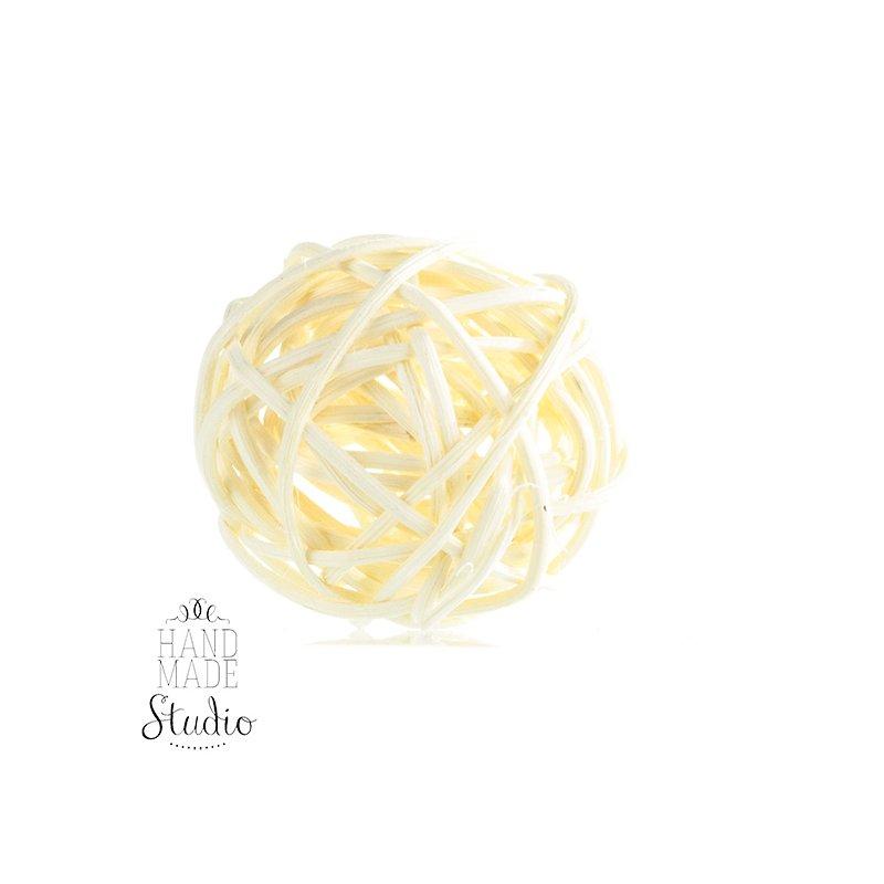 Шарик из ротанга, цвет белый, 9 см.